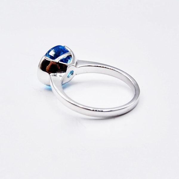 White gold topaz ring
